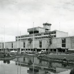 Fachada del Aeropuerto Internacional El Dorado en 1980